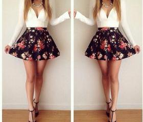Low-cut V-neck long-sleeved floral mini dress